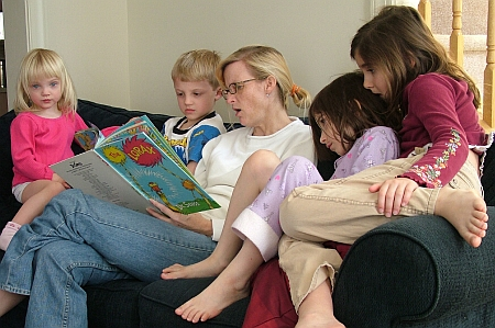 reading-to-kids-sm.jpg